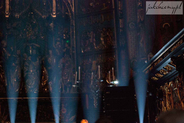 Smugi światła z Mariackim