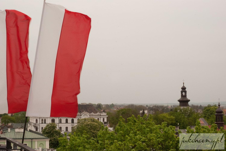 Widok z wieży katedralnej i flagi