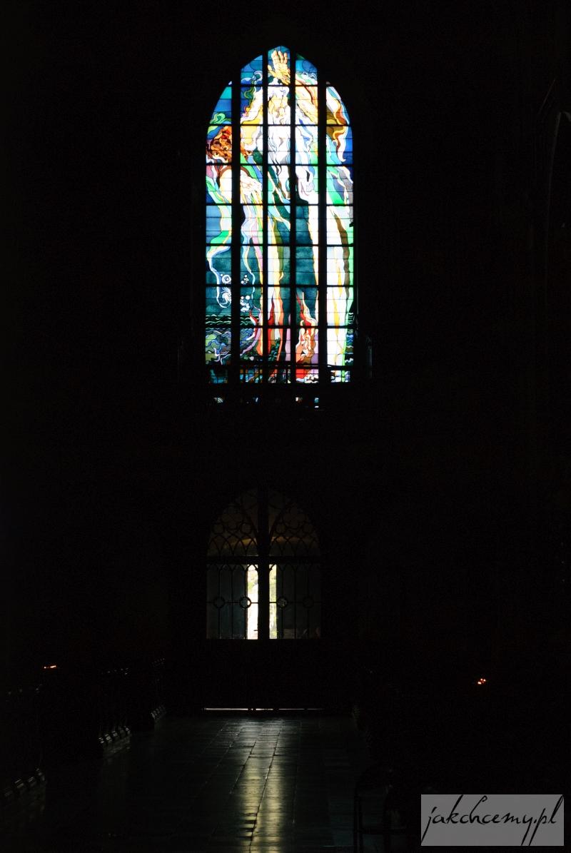 """witraż """"Bóg Ojciec"""" w bazylice Franckiszkanów"""