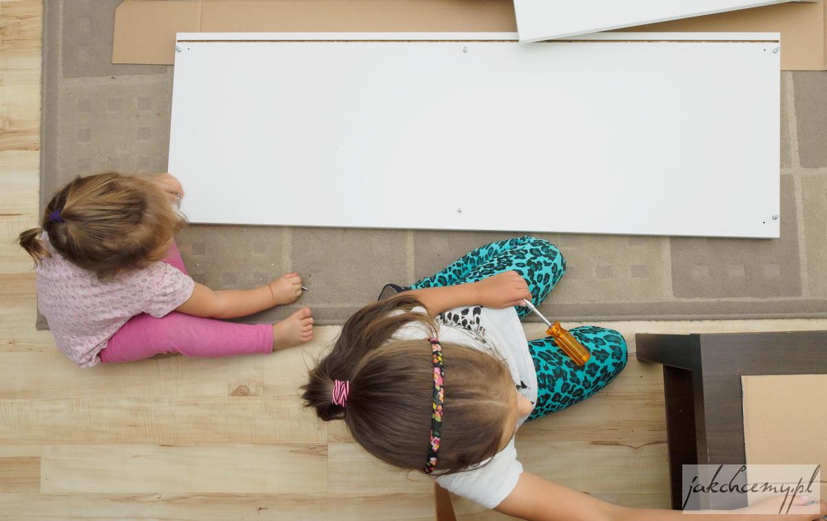 Dziewczyny i szafka 2