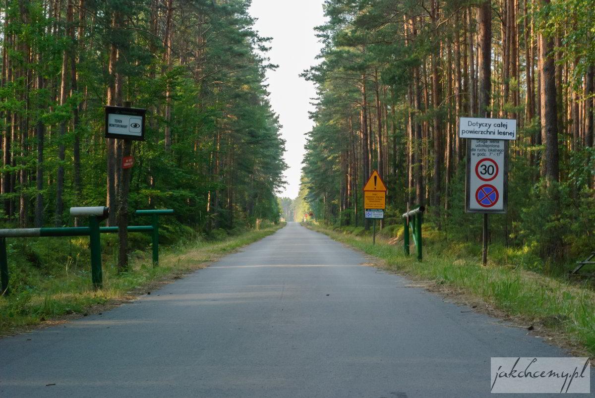 Droga leśna ostrzeżenie