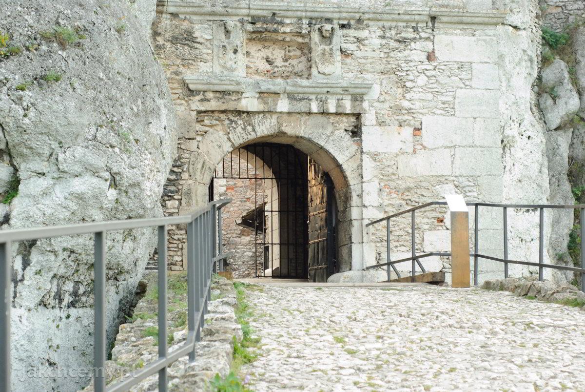zamek brama
