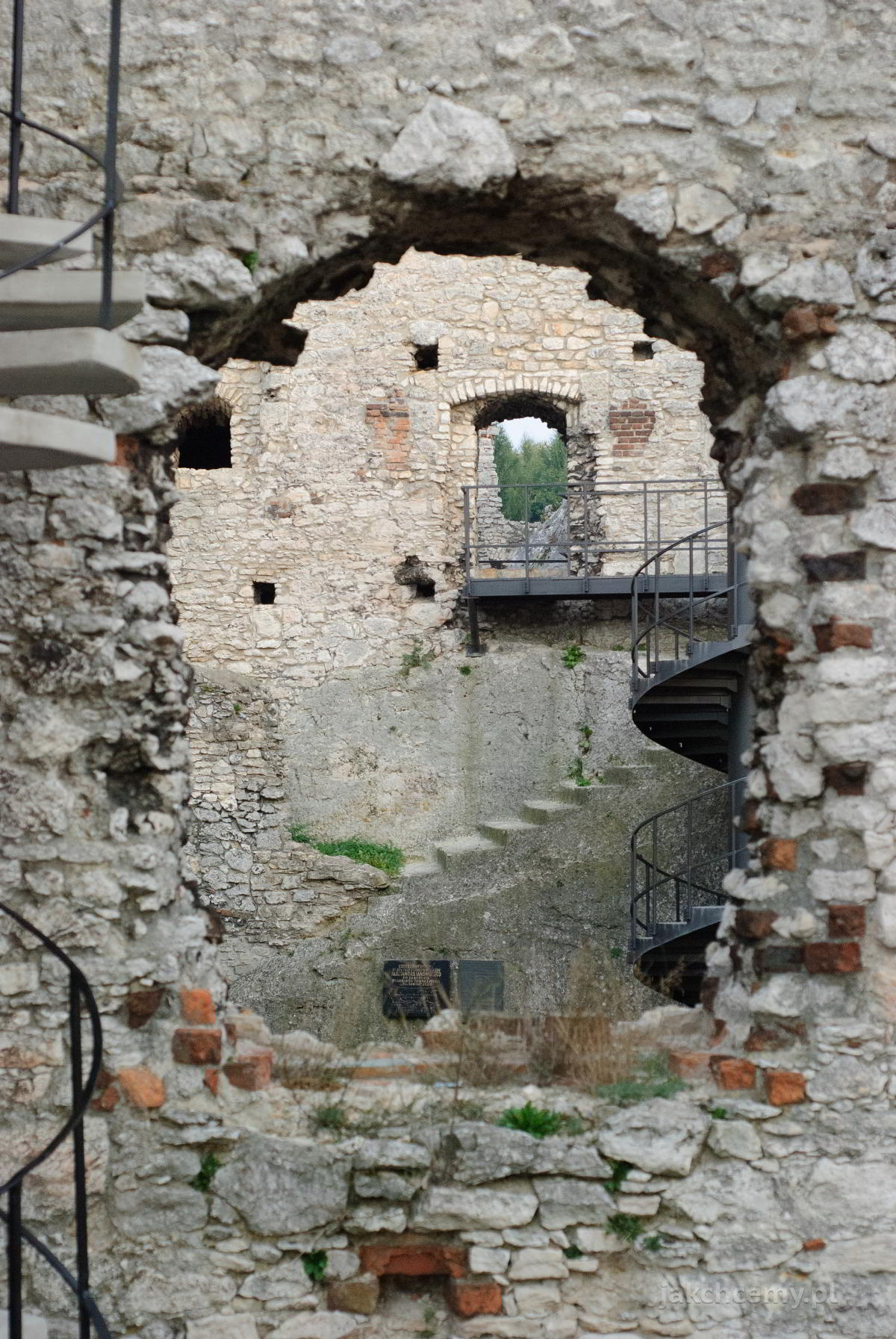 zamek mur okna