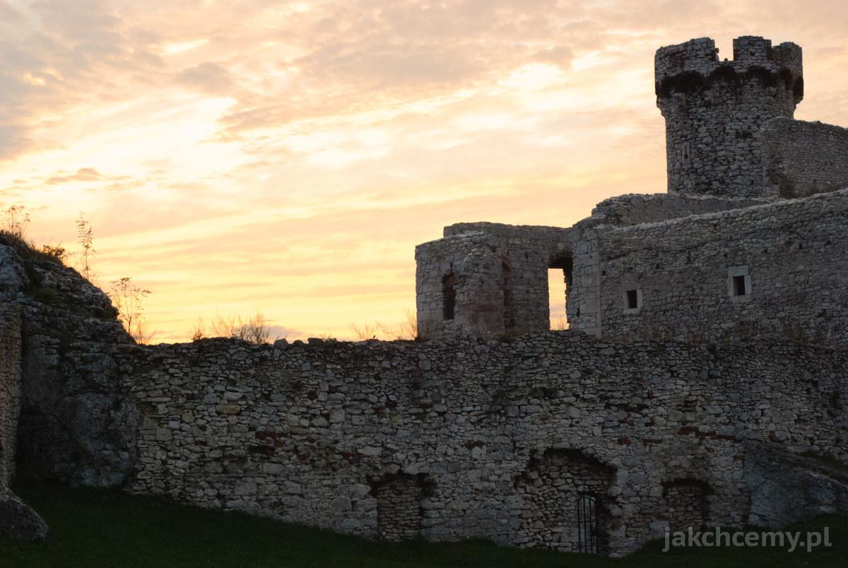zamek zachodzące słońce