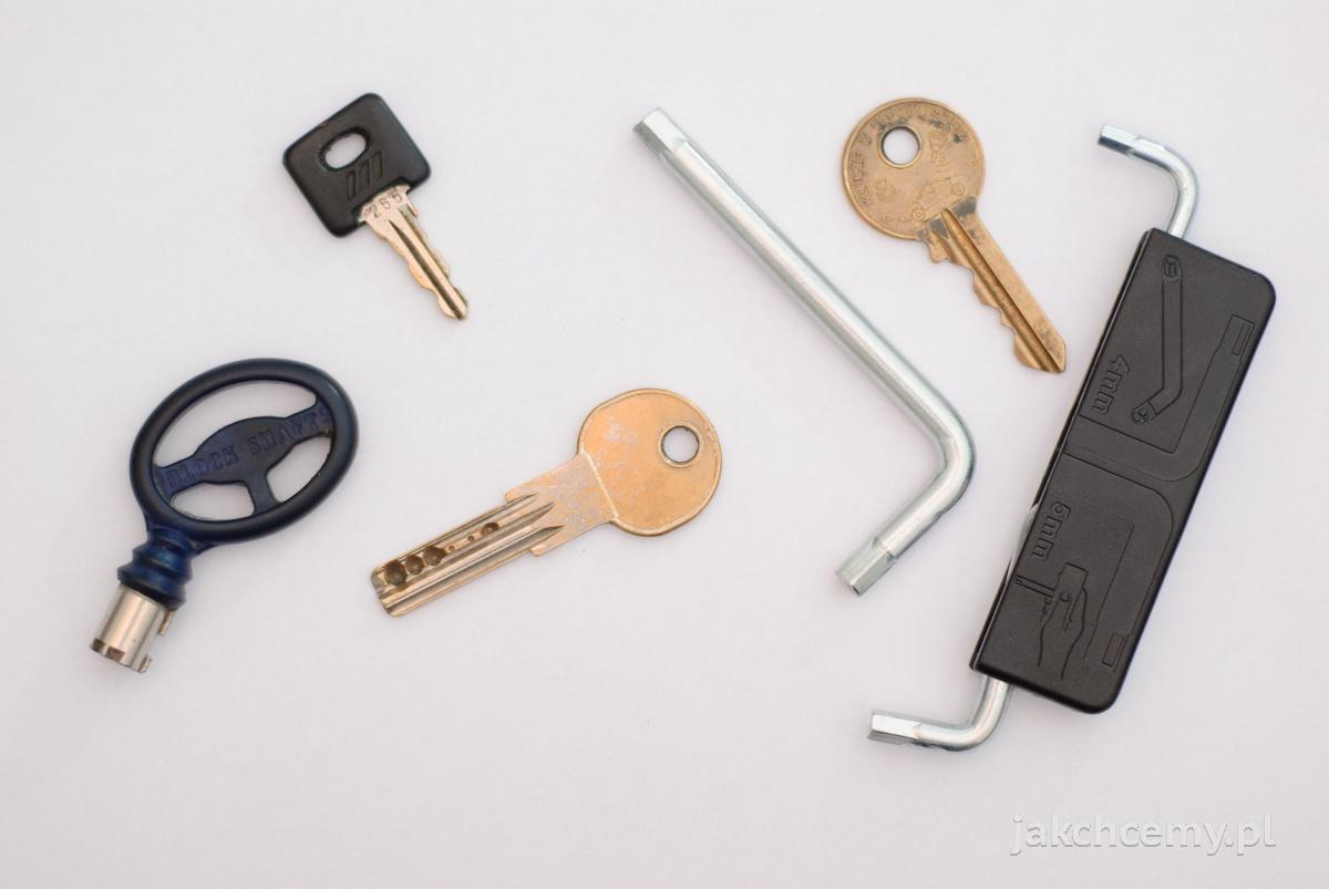 Dziewczyna i sztuka rezygnacji, czyli w poszukiwaniu klucza
