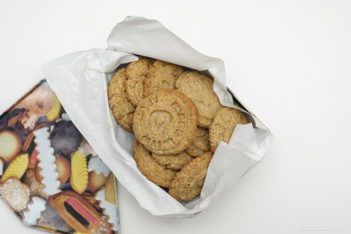 Ciastka upieczone w pudełku