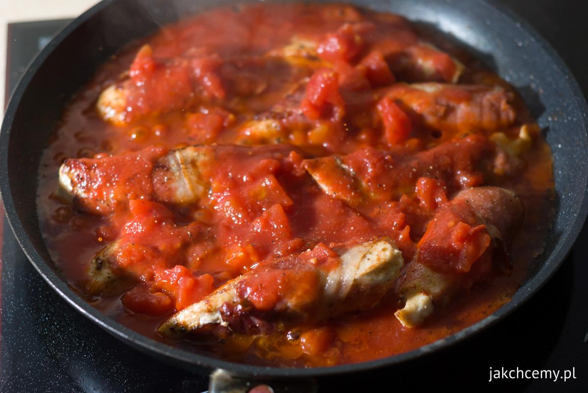 Kurczak, szynka, pomidory, patelnia