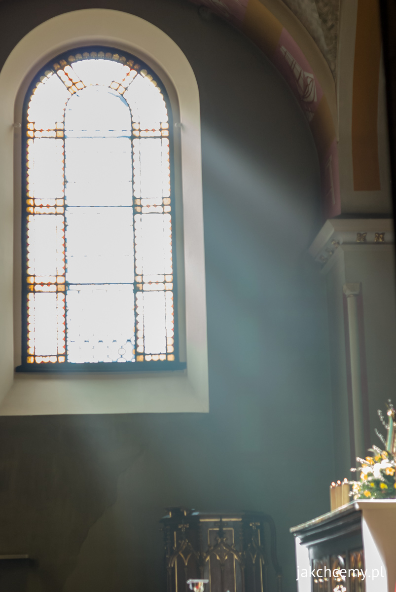 Palmowa Niedziela klasztorna kaplica i Słońce