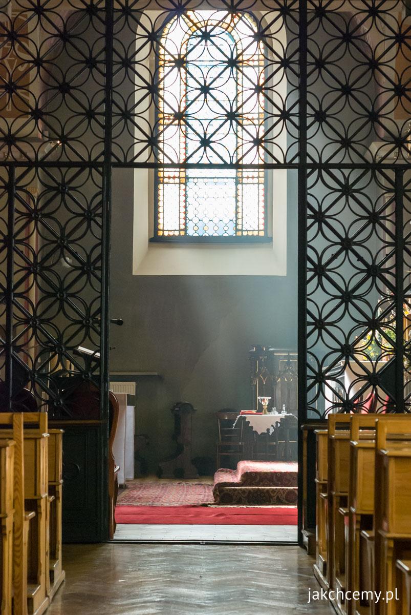 Palmowa Niedziela i klasztorna kaplica i Słońce
