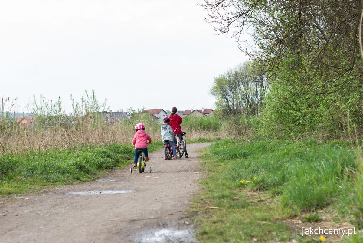 Majówkowy spacer z12 dziewczyny i rowery