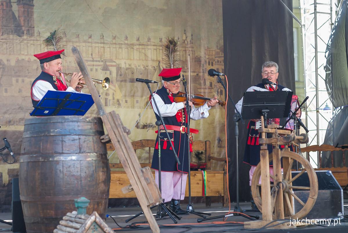 folklor-na-malym-rynku-krakow-0001