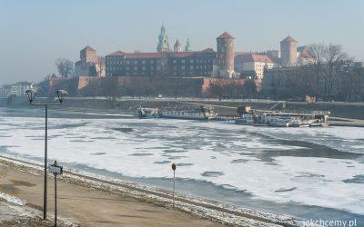 Wisła z lodem, w Krakowie
