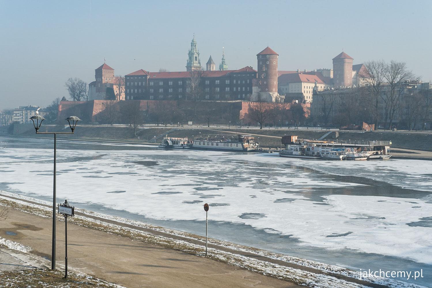 Wisła z lodem z widokiem na Wawel