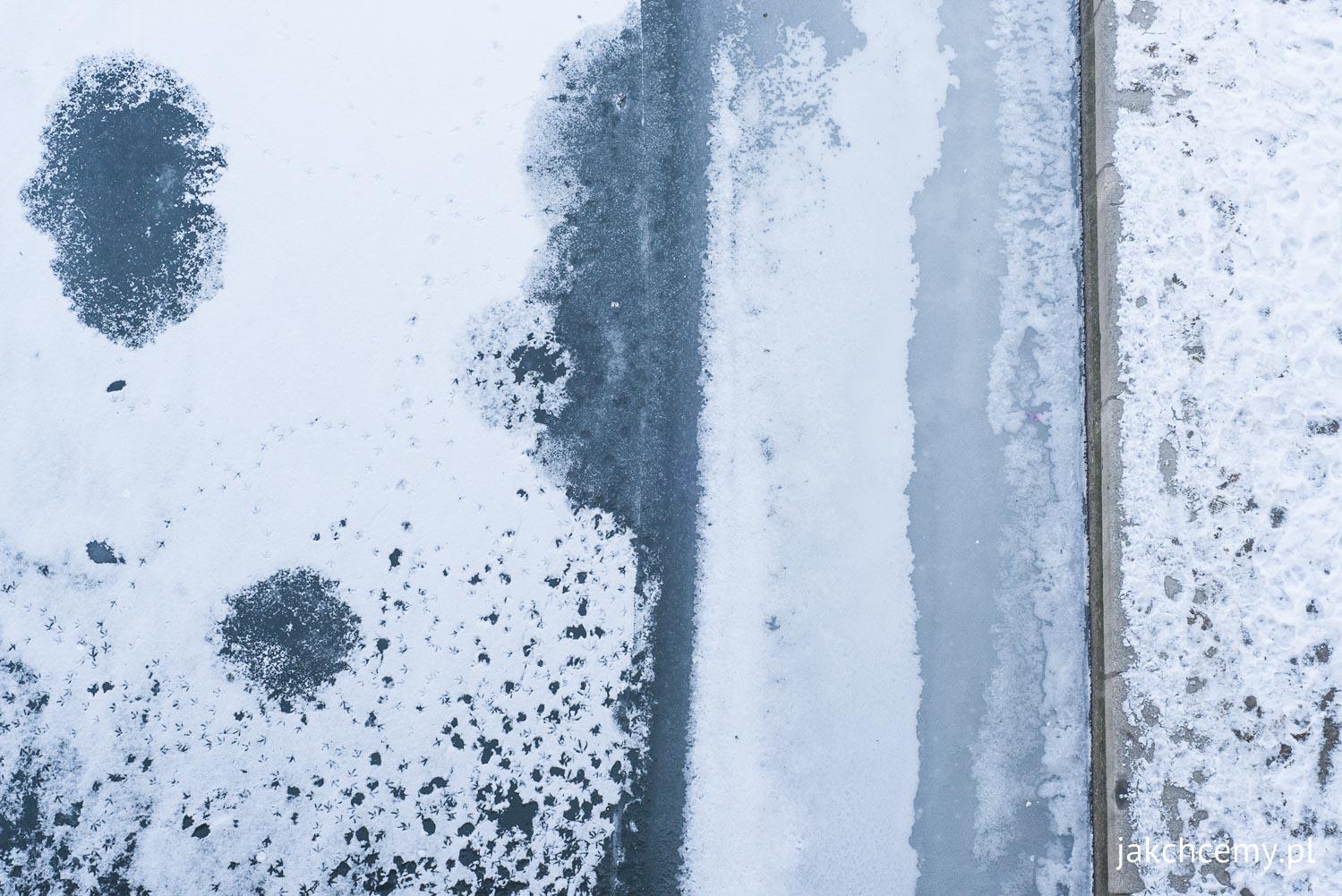 Wisła, brzeg, ślady, ptaki, ludzie, lód